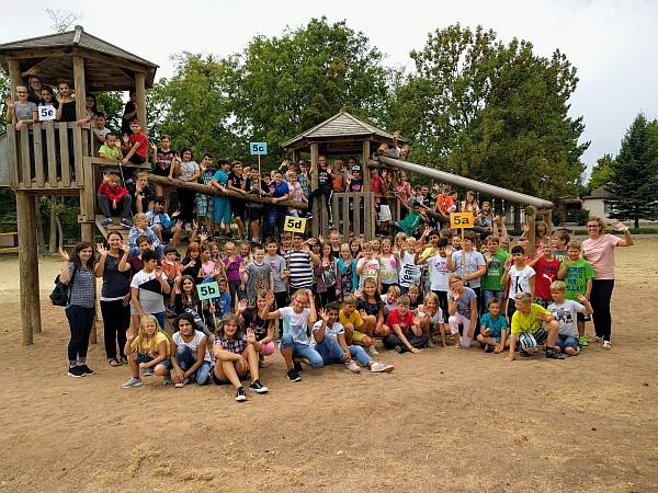Großes Gruppenbild auf der Klassenfahrt von Jg. 5 2018