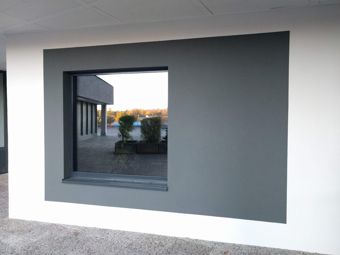 neuer Eingang 2018, Fenster im Schullogo