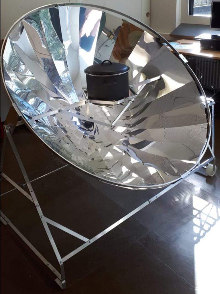 Solarkocher mit Topf